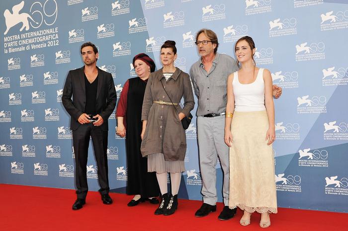 """צוות """"למלא את החלל"""" בפסטיבל ונציה. פרויקט ביכורים של קןלנוענית חרדית"""