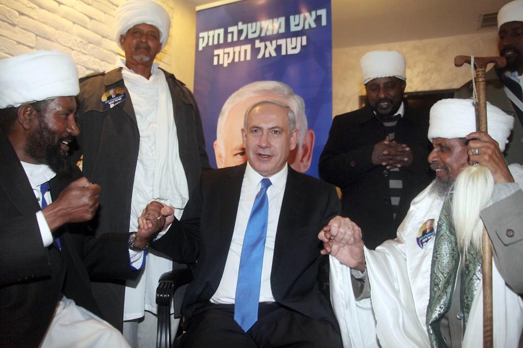 נתניהו ערב הבחירות עם מכובדי העדה האתיופית. סטירה כואבת