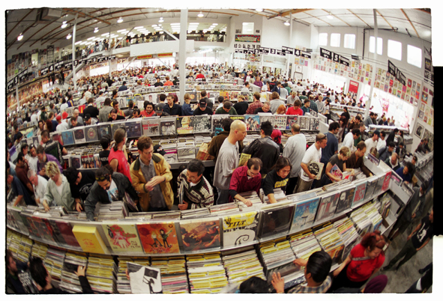 איך שתקליט מסתובב: על הקאם-בק של חנויות התקליטים בלוס אנג'לס