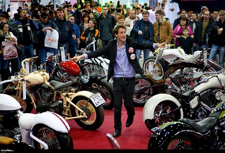 lior suchard in the international bike convention in russia
