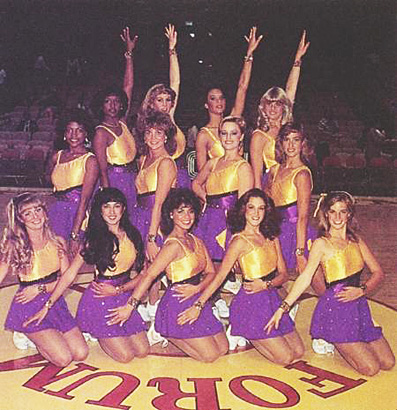 המעודדות של הלייקרס נוסח 1985