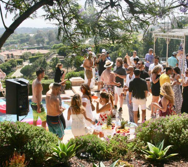 מסיבת בריכה במאליבו: ככה חוגגים הצלחה בהום אימפרובמנט של לוס אנג׳לס…